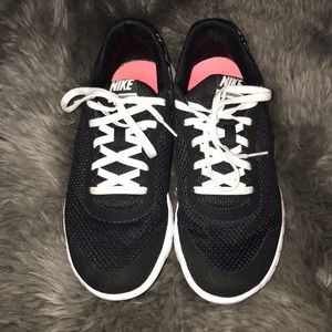 Nike 6.5Y Black/White heart sneakers